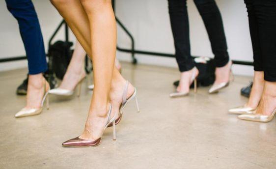 Как ходить на высоких каблуках: советы