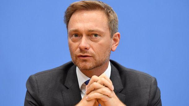 Линднер предложил Путину членство в G8 в обмен на отказ от учений