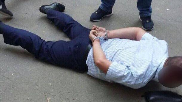 Начальника відділу уполіції охорони затриманли захабарі талонами набензин
