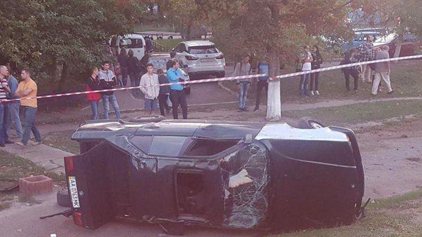 ДТП В Киеве: водителя выбросило через окно машины, которая его и раздавила