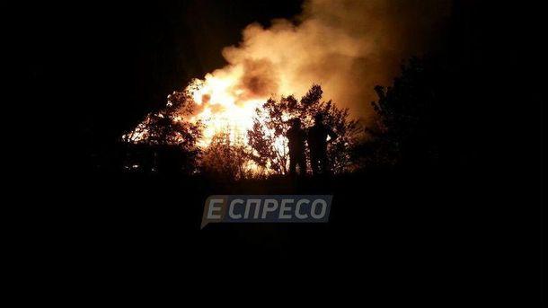 В Киеве горел ресторан на воде