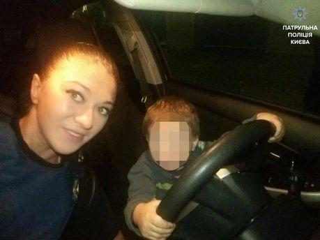 Полицейские спасли от пьяной горе-матери 2-летнего малыша, которого она накануне хотела скинуть с 6 этажа