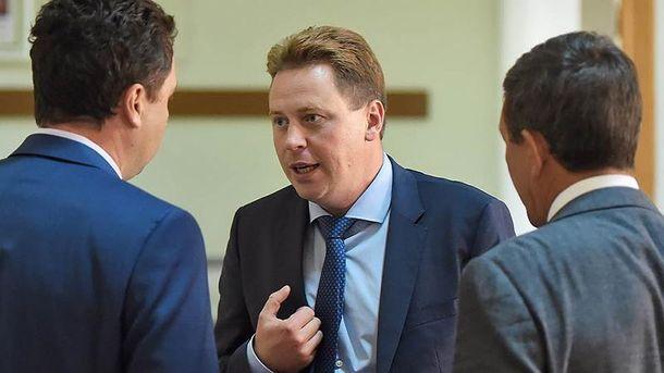 Дмитро Овсянніков (посередині)