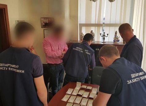 В Киеве поймали преподавателя института на взятке