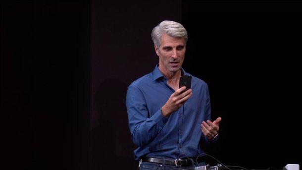 Крейг Федерико в момент конфуза с технологией Face ID на iPhone X