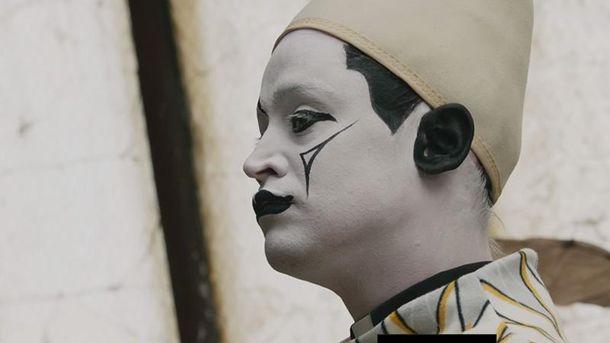 Маколей Калкін знявся у фешен-фільмі в образі злого клоуна: сюрреалістичне відео