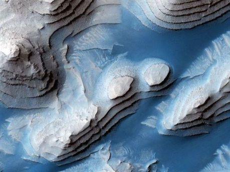 Синие ручейки иодинокие горы: NASA ошеломило новыми фотоснимками сМарса
