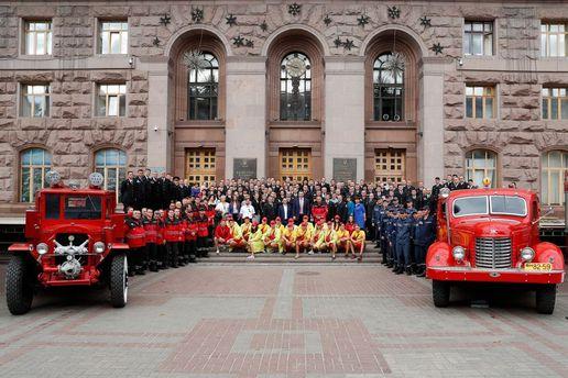 Віталій Кличко привітав рятівників із професійним святом