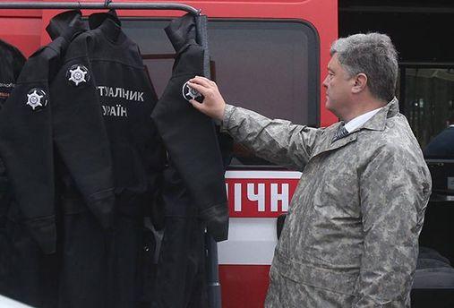 Порошенко пообещал увеличить заработной платы спасателям на 1 тыс грн