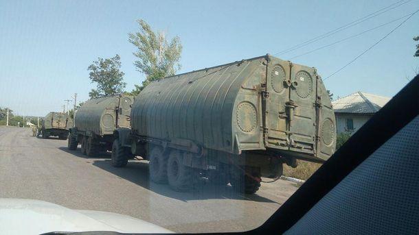 На Донбасі зафіксовано три колони військової техніки з Росії
