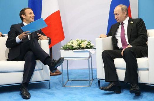 Поддержать инициативу Российской Федерации омиротворцах ООН вДонбассе призвал Макрона Путин