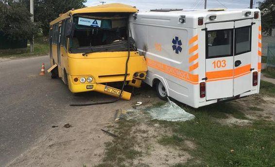 ДТП на Львовщине: столкнулись автобус и скорая