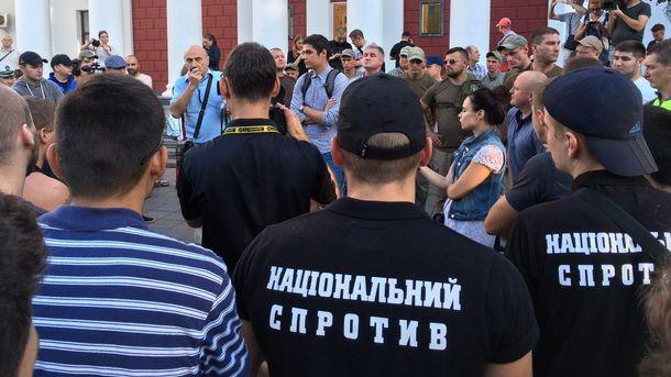 Взрыв прогремел во время митинга под мэрией Одессы из-за смертельного пожара в