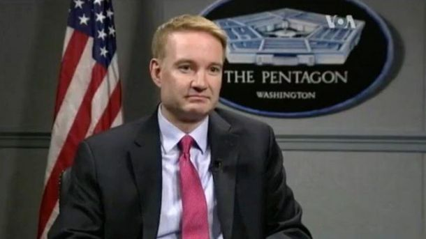 Екс-чиновник Пентагону дав три