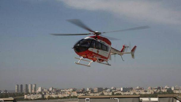 Вертоліт ДСНС доставив пацієнтку на дах Інституту серця