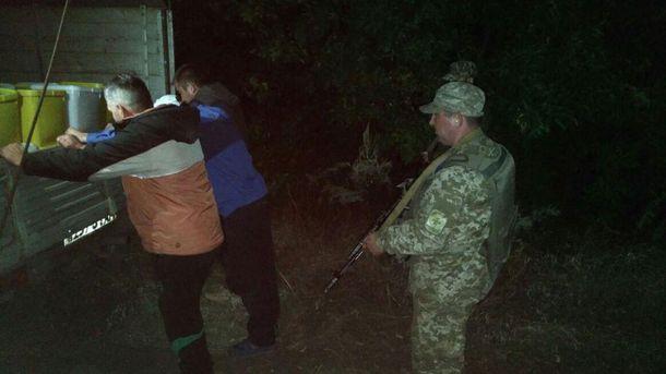 Пограничники задержали контрабандистов, которые пытались вывезти в Россию 4 тонны меда