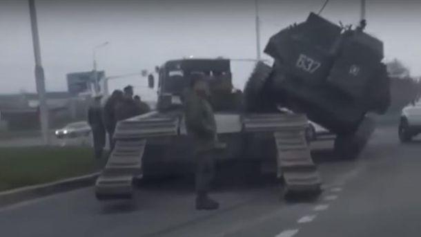 БМП упал с тягача в России