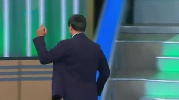 Українець показав середній палець пропагандистам Кремль ТБ