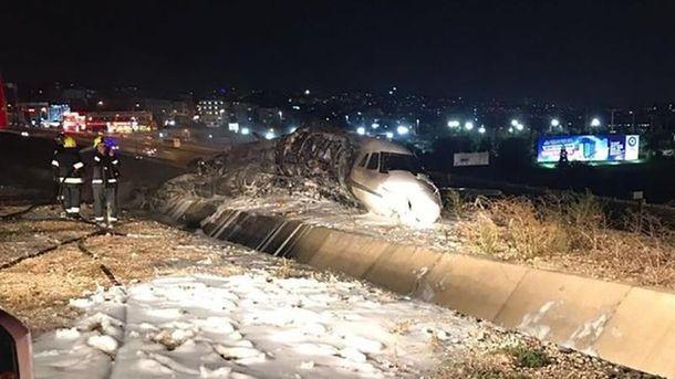 Приватний літак розбився в аеропорту Ататюрка