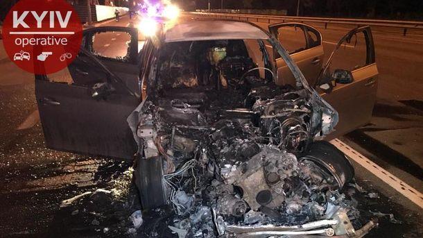 Водитель BMW скрылся с места смертельной аварии: его машина сгорела на месте