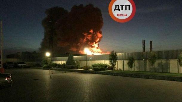 НаКиївщині сталася масштабна пожежа наскладі, дезберігали ліки