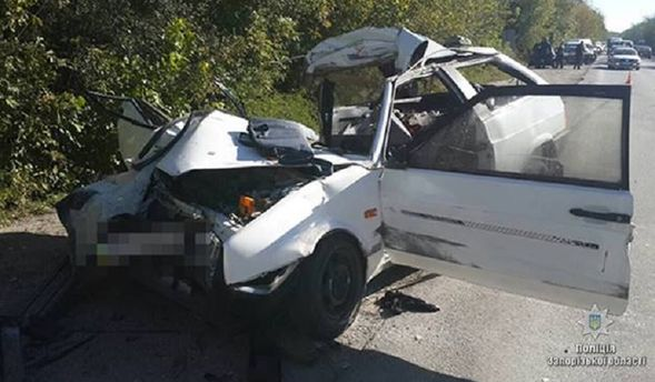 ВЗапорожье легковушка влетела в грузовой автомобиль, есть жертвы