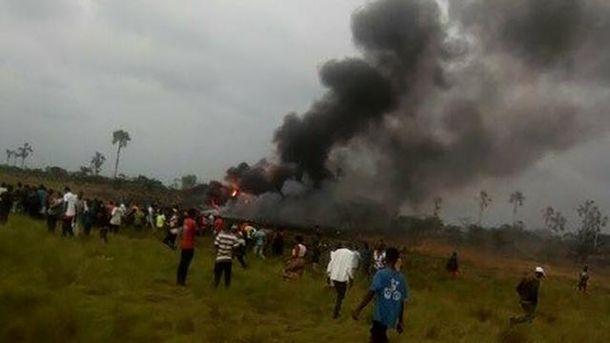 Появились фото с места авиакатастрофы военного Ан-12 в Конго
