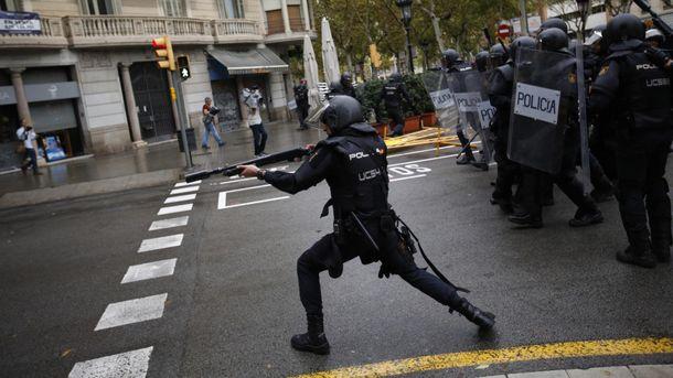 Іспанські правоохоронці перешкоджають проведенню референдуму у Каталонії