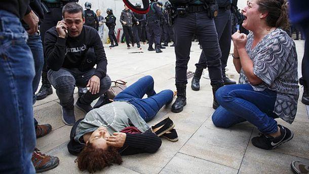 Потерпевшая в результате столкновений с полицией в Каталонии
