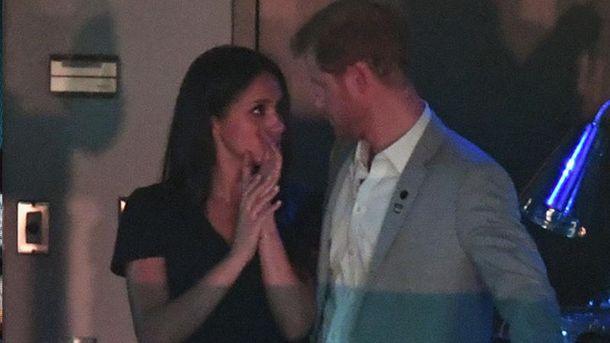 Принц Гаррі та Меган Маркл поцілувались
