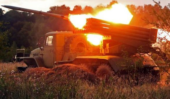 Боевики обстреливают из