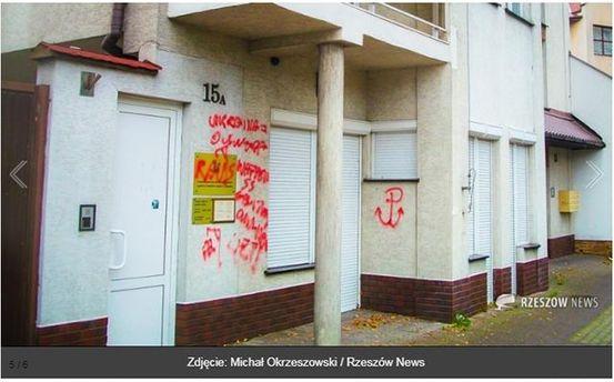 В Польше вандалы расписали консульство Украины