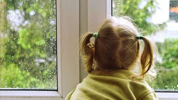 Трагедия на Киевщине: ребенок выпал из окна