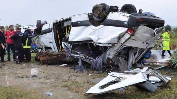 Вблизи Анталии перевернулся автобус с туристами, 3 погибших