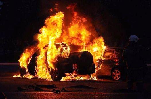 УКиєві вночі підпалили авто МВС України: опубліковано фото