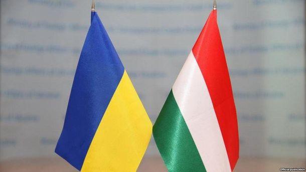 Між Україною та Угорщиною напружені відносини через закон