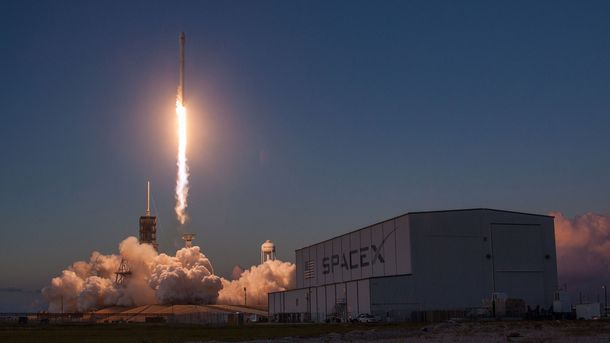 Falcon 9 во второй раз за неделю отправился в космос со сверхсовременным спутником EchoStar 105
