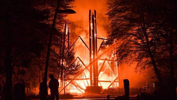 В Германии вспыхнула легендарная смотровая башня: появились фото, видео