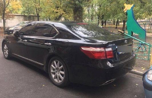 УДарницькому районі Києва троє грабіжників підстрелили чоловіка