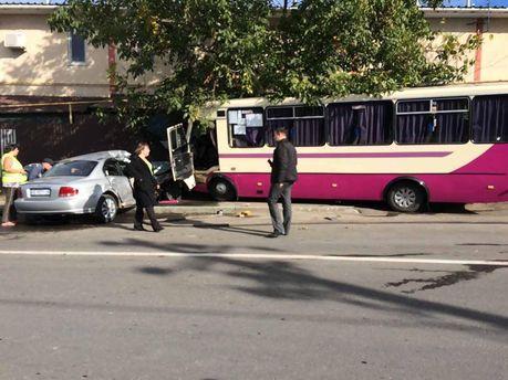 Под Одессой маршрутка врезалась в частный дом, в результате чего пострадало 5 человек