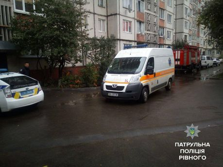 В Ровно пожилого мужчину спасали полицейские, медики и служба чрезвычайных ситуаций.