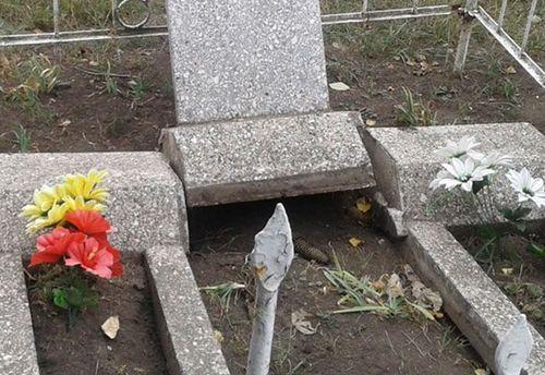 Подростки осквернили  могилы на Кировоградщине