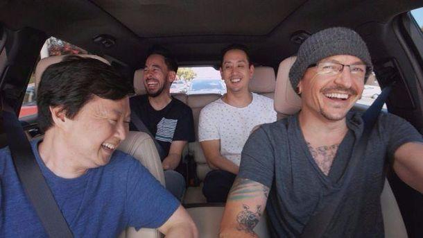 Группа Linkin Park обнародовала  выпуск Carpool Karaoke сЧестером Беннингтоном