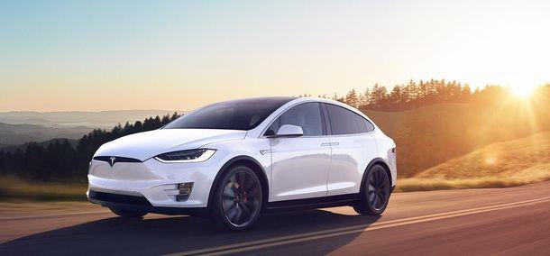 Tesla відкликає 11 тисяч автомобілів Model X