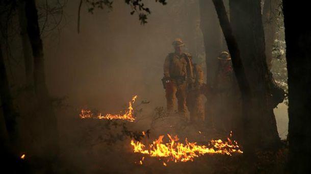 Лісові пожежі вирують у Каліфорнії