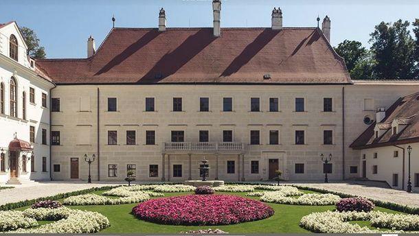 Син українського судді зіграв весілля у розкішному палаці Австрії