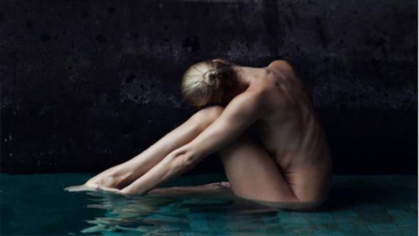 В сети набирает популярность голая йога: фото 18+