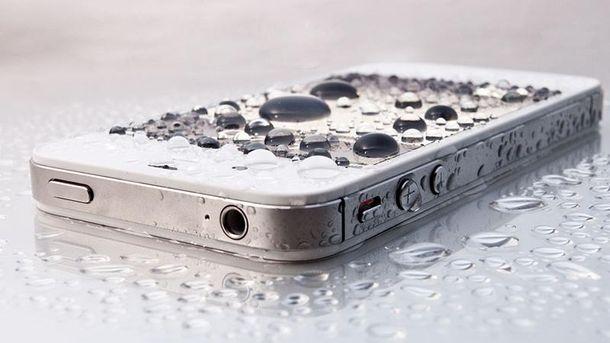 Перша допомога для телефону, який впав у воду