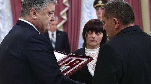 Вручение награды родителям погибшего Героя
