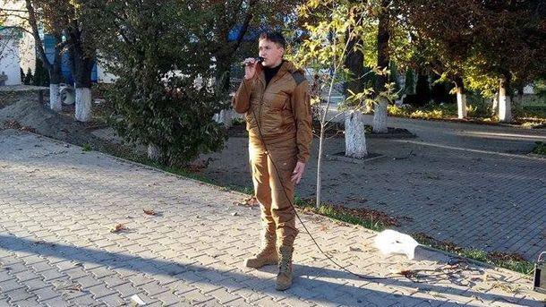 Надежда Савченко во время выступления в Кицмане